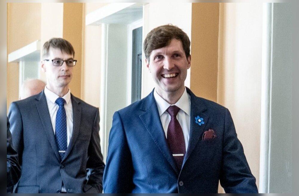 Marti Kuusik taganeb vaikselt hiigelhüvitise nõudest: Helme ülekuulamine jääb ära ja endine minister pakub kompromissi