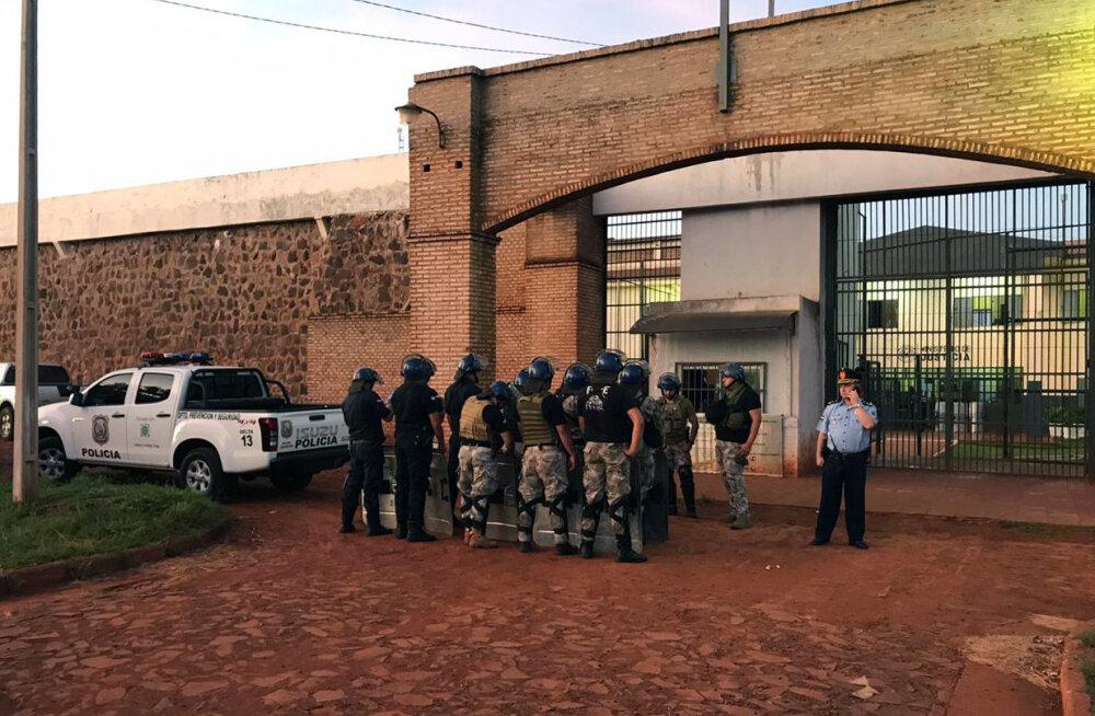 Paraguay vanglast põgenes 75 ülimalt ohtlikuks peetavat kinnipeetut
