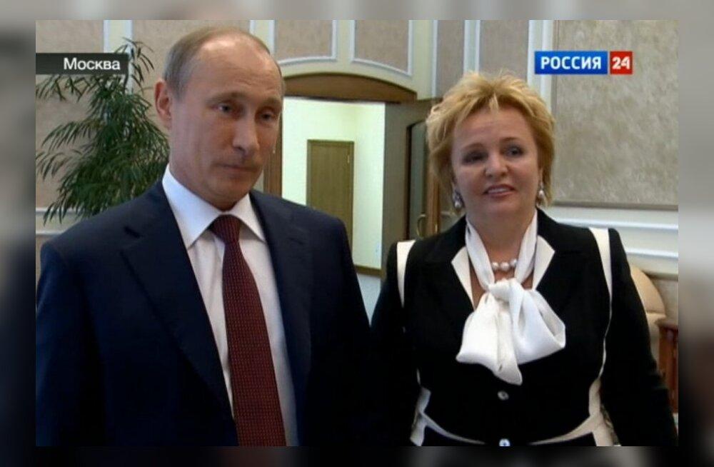 Putini ametlikust eluloost eemaldati kõik viited endisele naisele
