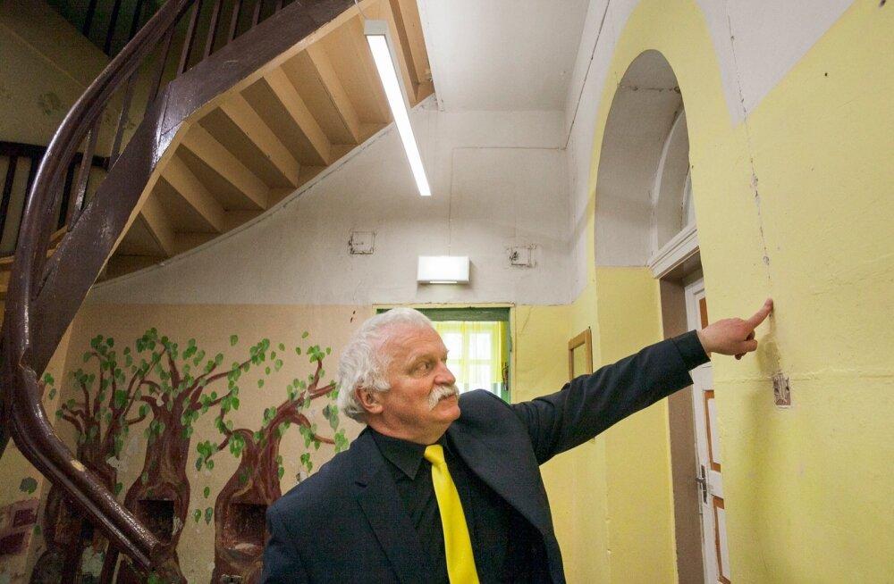Lahmuse mõisakooli direktor Jüri  Hansen