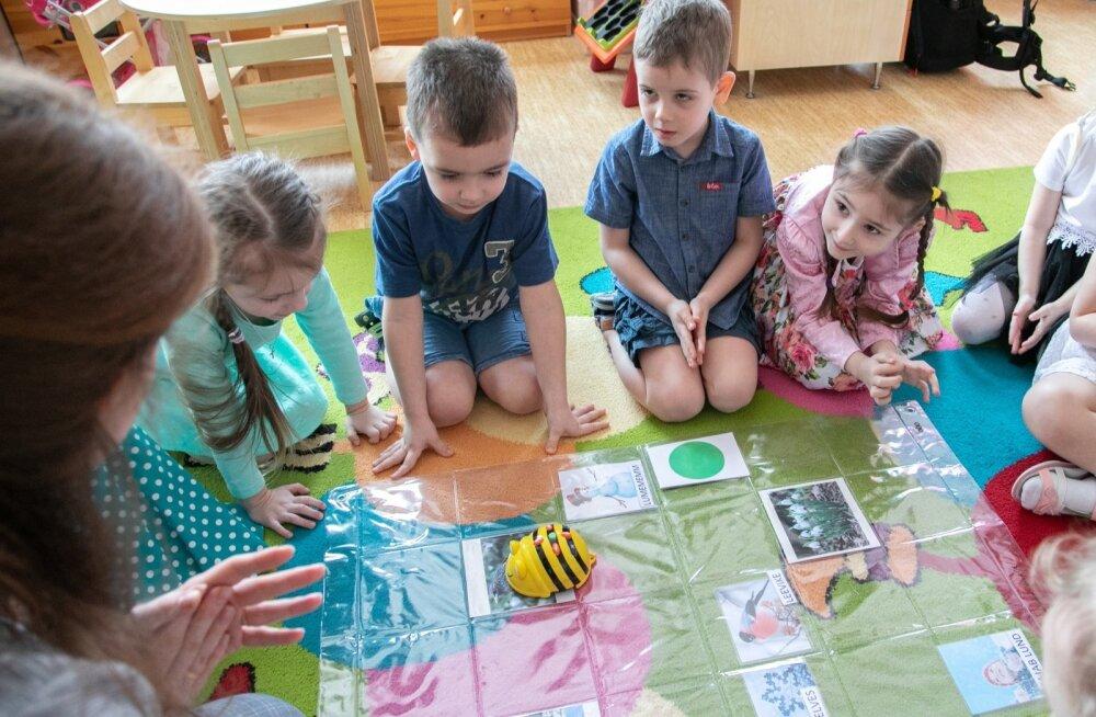 Lastele on eesti keele õpe tehtud põnevaks robot-mesilastega, kasutusel on ka iPadid.