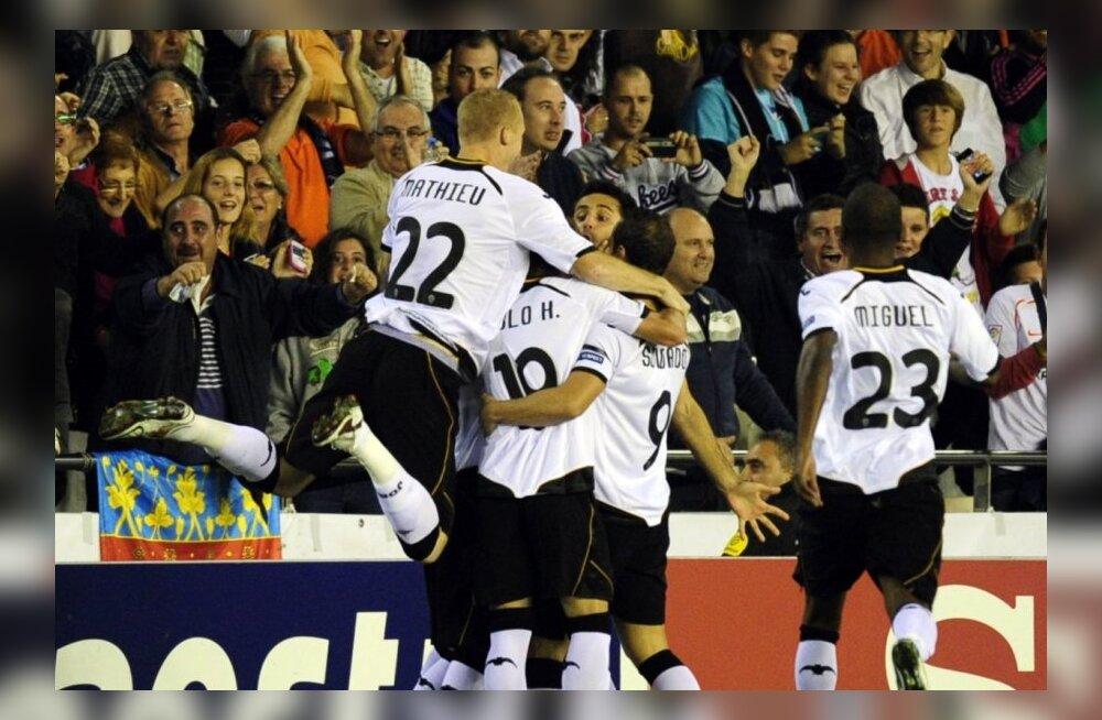 Valencia mängija Jonas on löönud värava
