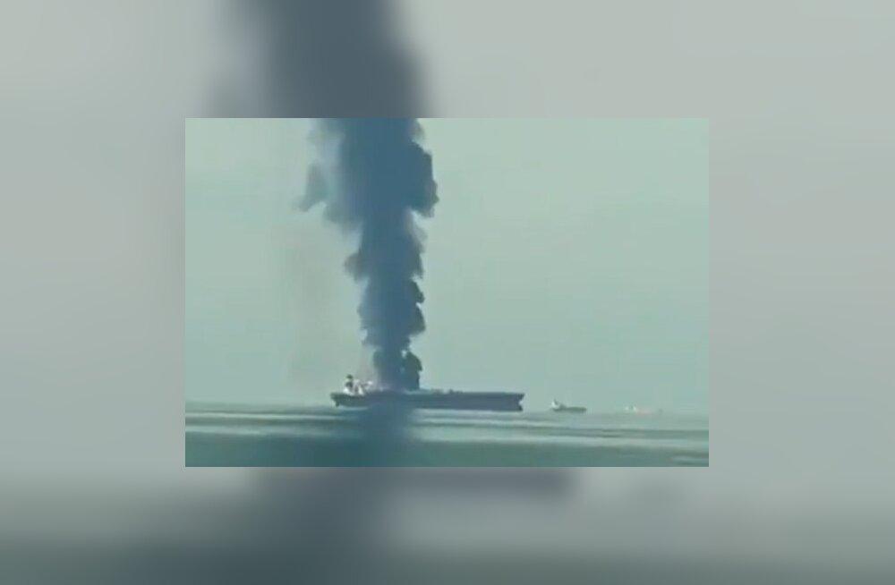 ВИДЕО: У берегов ОАЭ загорелся нефтяной танкер