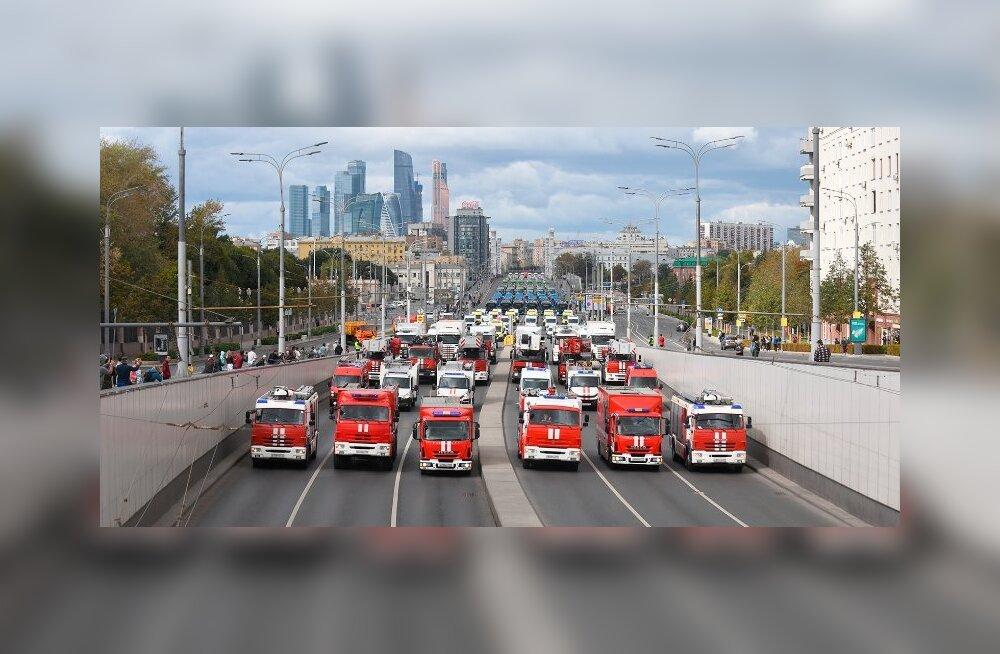 Su buss ei jää hiljaks, see osaleb jabural linnateenuste tehnika paraadil