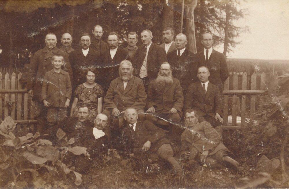 Taimlad olid nii tsaari- kui Eesti ajal igas metskonnas. Pildil Vastseliina metskonna töötajad 1928. aastal.