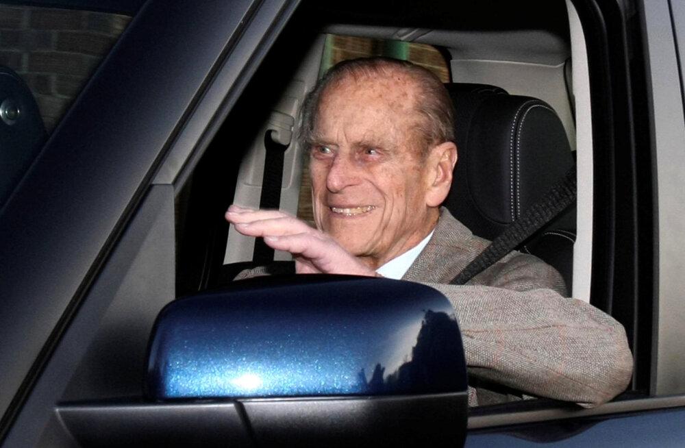 97–aastane brittide prints Philip loobus raske autoõnnetuse järel juhilubadest