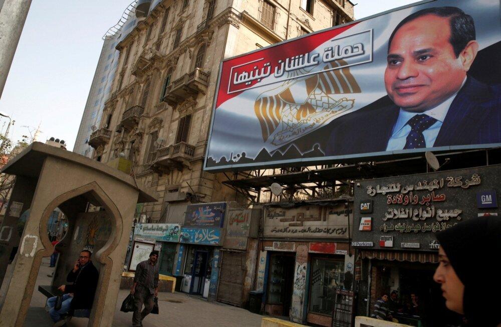 Egiptuse presidenti Abdel Fattah al-Sisit kujutav suur plakat Egiptuse pealinnas Kairos. Tema võit paistab olevat ette teada.