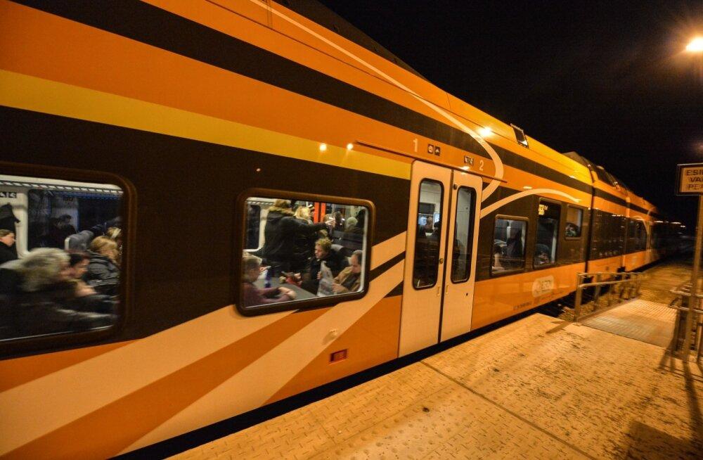 5a908f2f0fd Lilleküla raudteerike pani Balti jaamast väljuvad ja sinna suunduvad ...