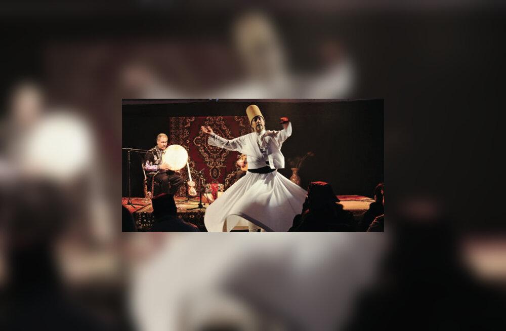 Peeter Vähi kureeritud Oriendi festivali pöörles sisse sufi derviš
