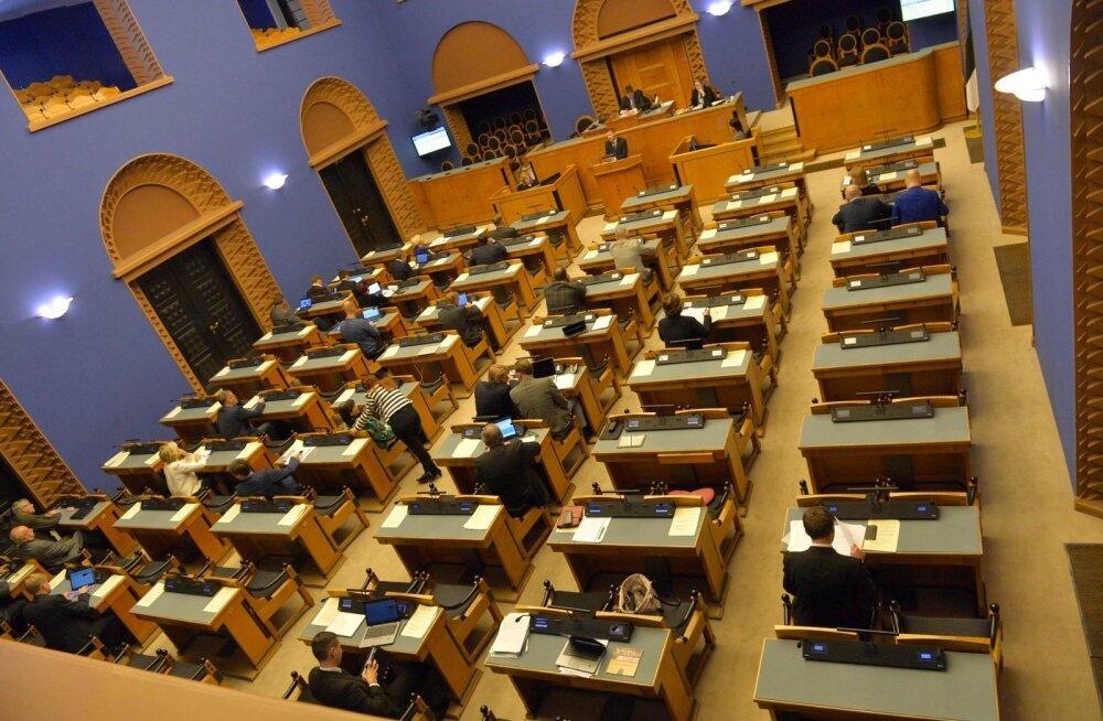 Riigikogu võttis menetlusse kooseluseaduse tühistamise eelnõu, kooseluseaduse rakendusaktide esimene tuleproov lükkub homsesse