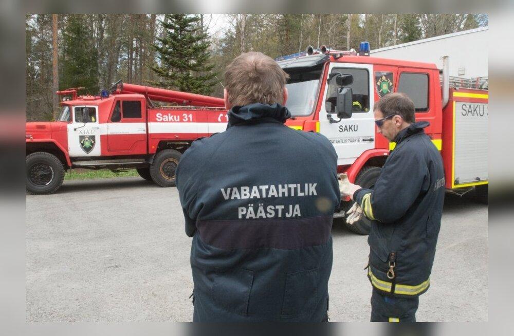 Vabatahtlikud päästjad Sakus.Peeter Mahon, Madis Milling, Johannes Põldrok ja Alo Pähn.