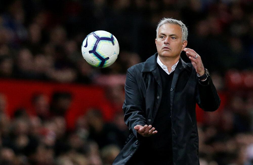 Daily Mail: Mourinho on vallandamisest ühe kaotuse kaugusel