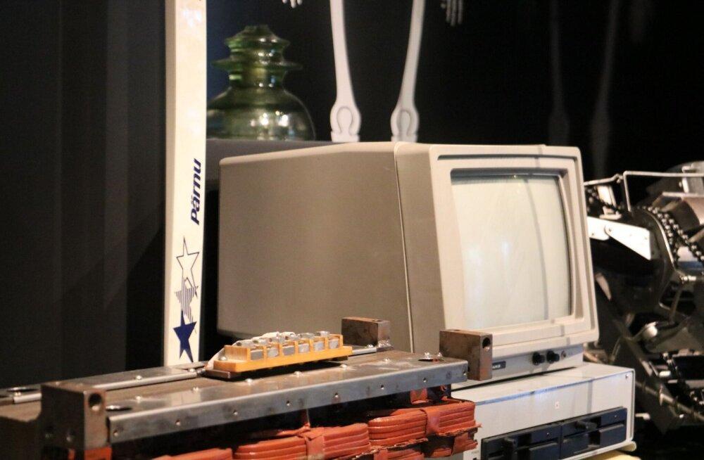 Tehnikaülikooli 100 aasta juubeli näitus: militaarrobotid, tark tööriietus ja euromüntide ehtsuse kontrollimise seade