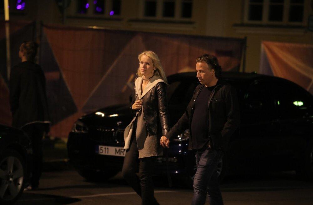 PAPARATSO | Kas ka Weekendil? Dirigent Kristjan Järvi jalutas oma kaasaga öises Pärnus käsikäes
