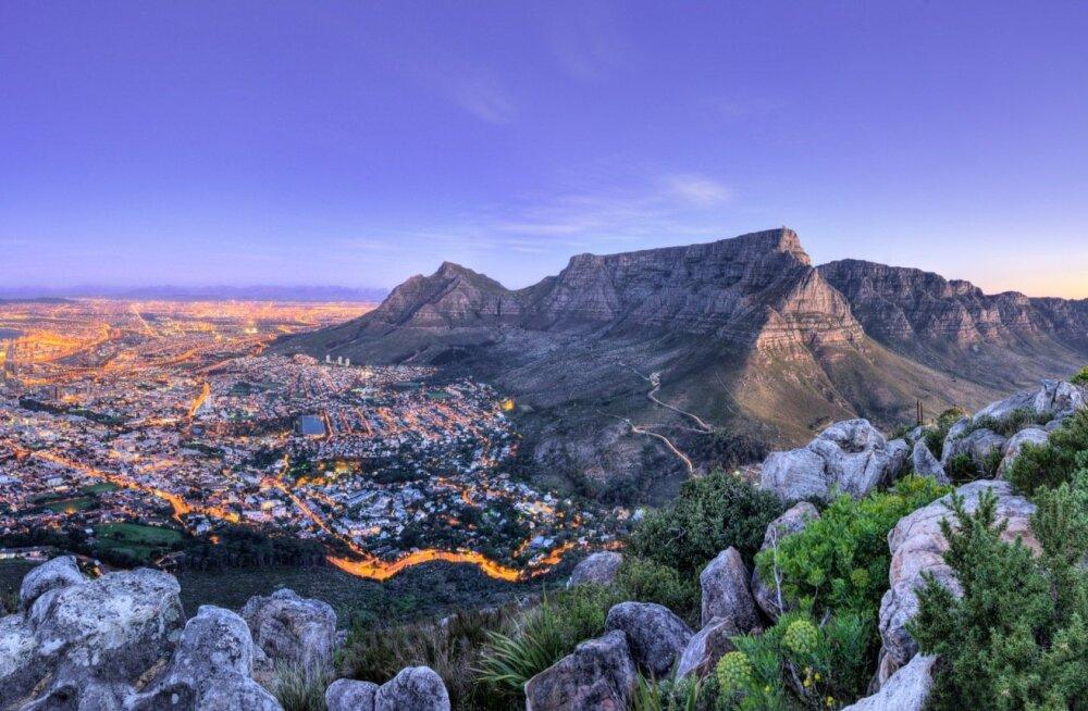 Названы самые переполненные туристами места в мире