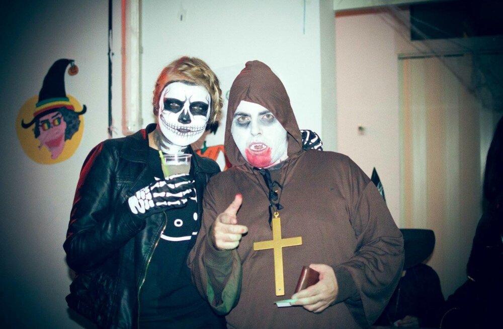 Jaanika ja Hispaaniast pärit kaas-vabatahtlik Pablo kohalikul Halloweeni-peol.