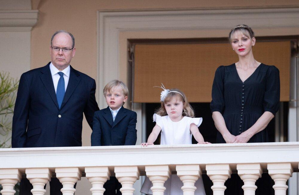 KLÕPS | Ootamatult tavaline perepilt! Monaco vürst Albertit ei tunne puhkusel äragi