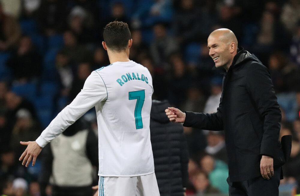 HÄÄLETA | Zidane väidab, et tema 2002. aasta värav oli Ronaldo käärlöögist parem. Kas ikka oli?