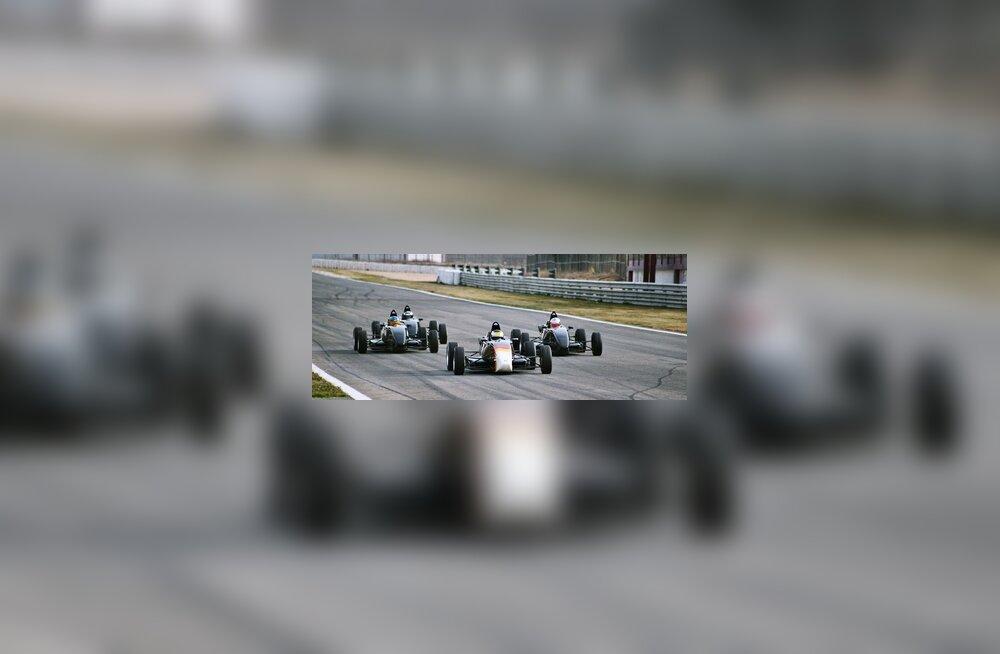 Marko Asmeri meeskond Team JLR ringrajal