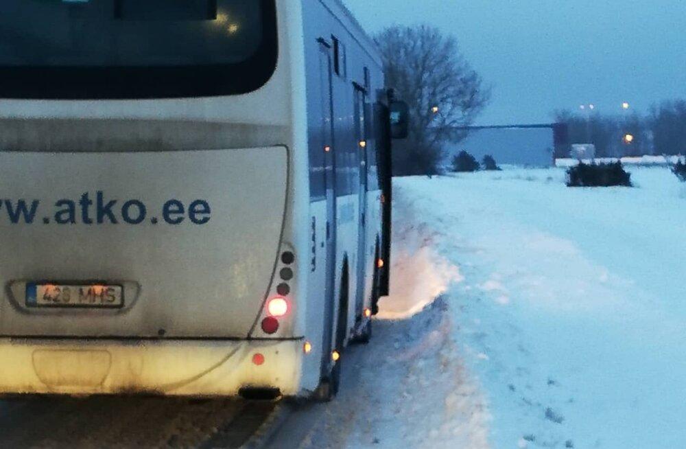 Lugejakiri | Kuidas see küll võimalik on? Ka täna saadeti lapsi vedama katkine koolibuss!