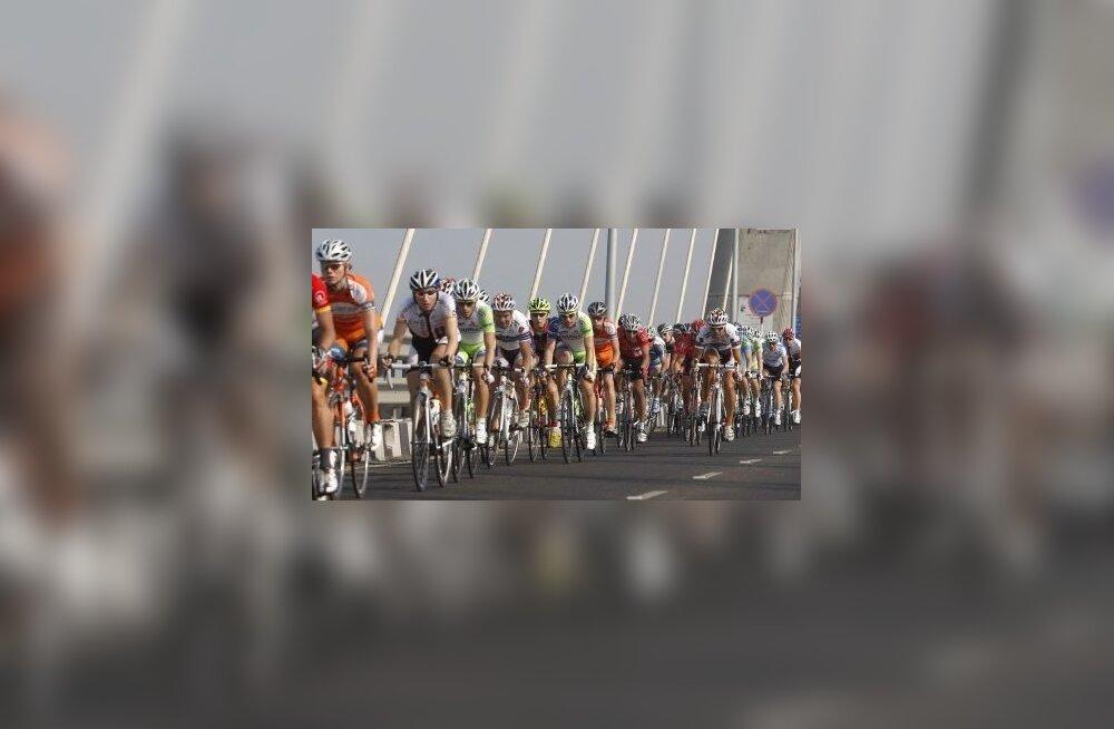 Politsei soovitab igas eas jalgratturitel kiivrit kanda