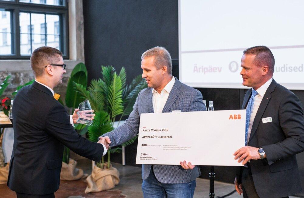 Vasakult: Tööstusuudised.ee peatoimetaja Harro Puusild, Cleveroni asutaja Arno Kütt ja ABB Balti riikide juht Jukka Patrikainen.
