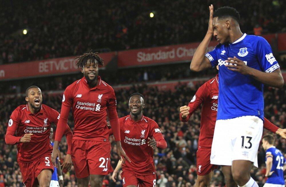 Liverpooli mängijad juubedavad, Evertoni mehed hoiavad peast kinni
