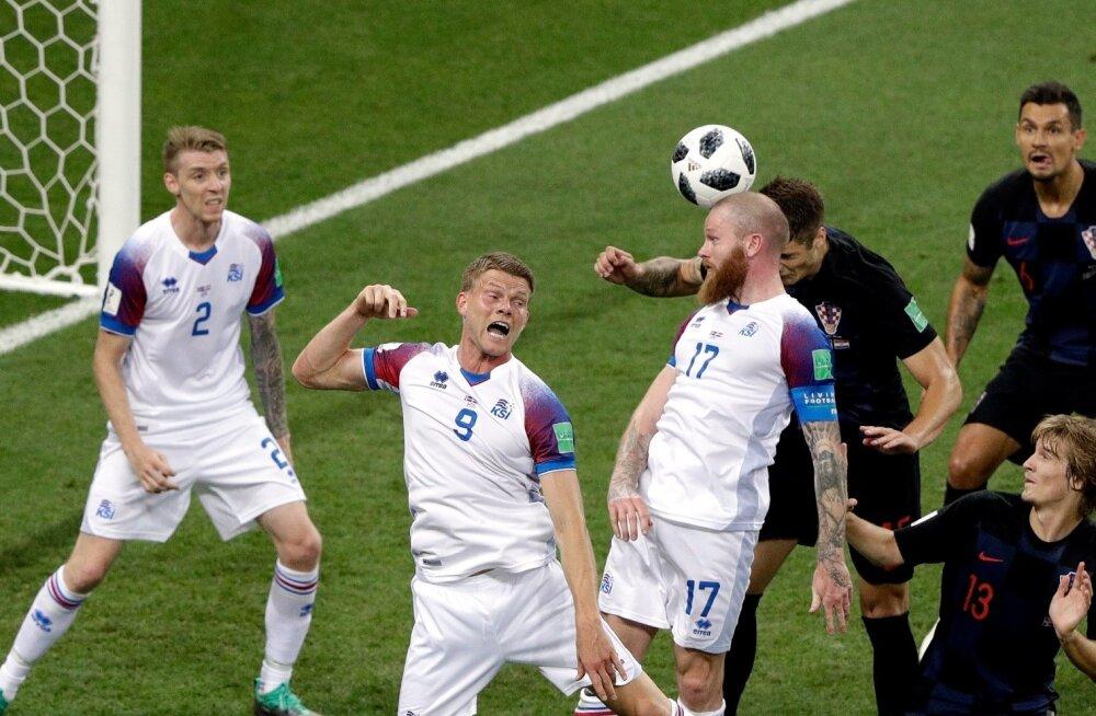 Island (valges) vs Horvaatia.