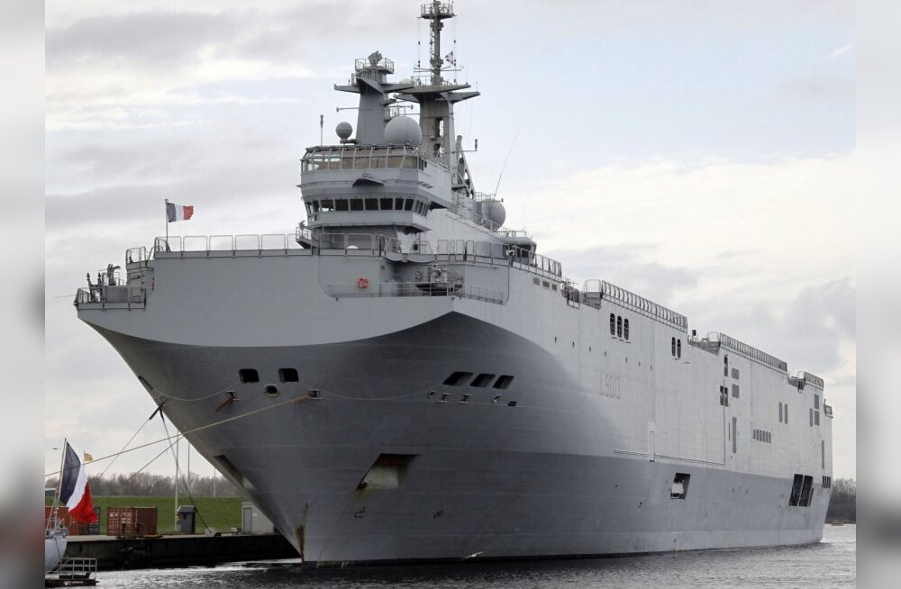 "The French helicopter carrier ""Mistral"" moors at the harbour in the northern German city of Wilhelmshaven on April 11, 2010. 40 ships from 11 NATO countries will take part in the ""Brilliant Mariner"" manoeuvre from on April 12 to 2, 2010.  AFP PHOTO DDP /"