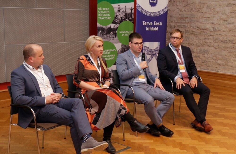 """Esmakordselt oli """"Aasta põllumehe"""" konverentsil ka diskussioon, teemaks noorte võimalused põllumajanduses. Vasakult Paavo Otsus, Kaja Piirfeldt, Ott Läänemets, Siim Riisenberg."""