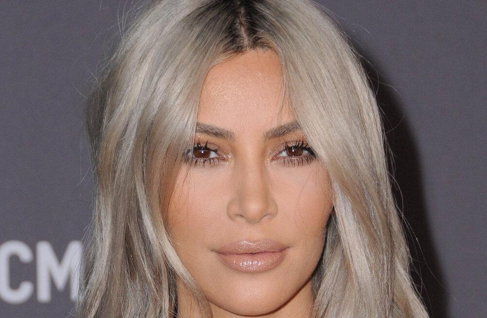 NUNNU KLÕPS   Kim Kardashian näitab esimest korda avalikkusele oma tillukest tütart