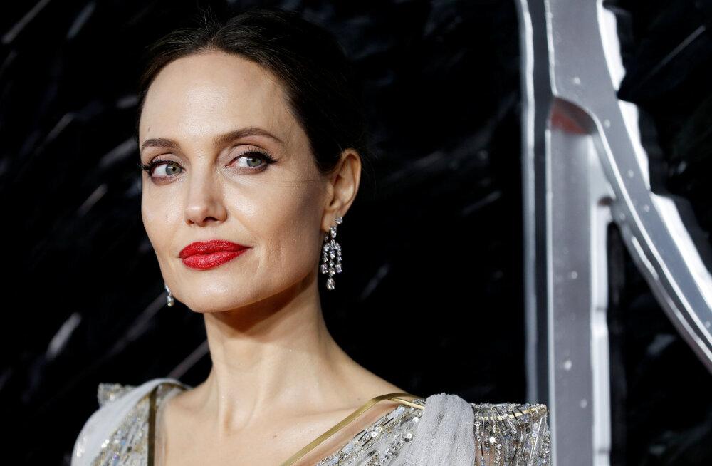 KUUM KLÕPS | Angelina Jolie võttis ajakirja kaanel täiesti alasti!