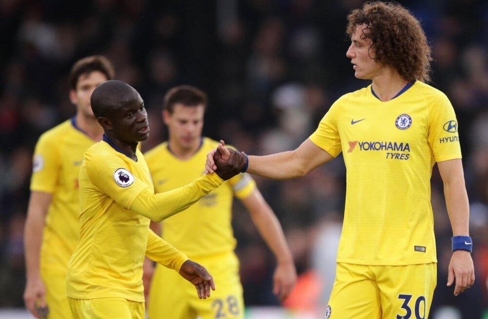 N'Golo Kante ja David Luiz väravat tähistamas.