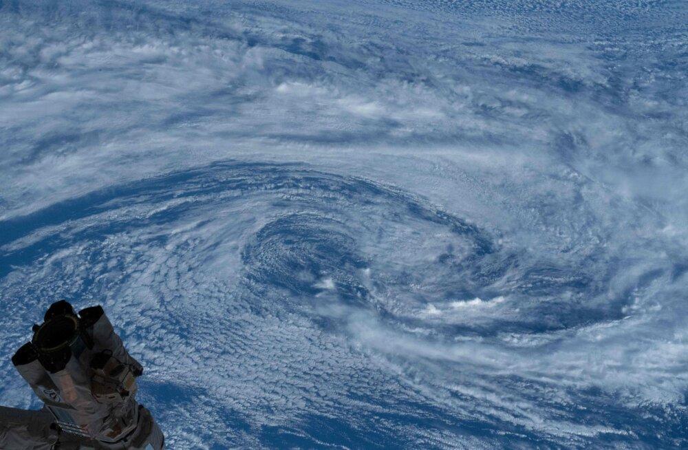 Austraalia läänerannikul asuvat Perthi linna ähvardab kümnendi suurim torm