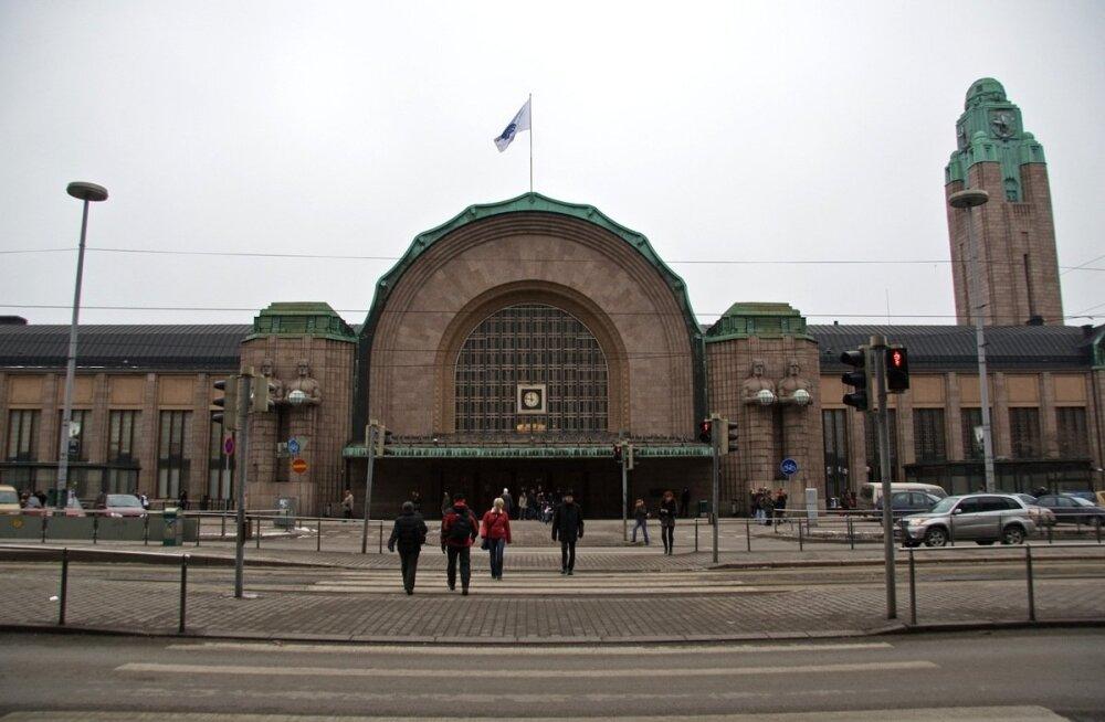 Helsingi politsei: Kölni moodi ahistamist kavandati ka Helsingis, jaamatunnelis oli tuhat varjupaigataotlejat