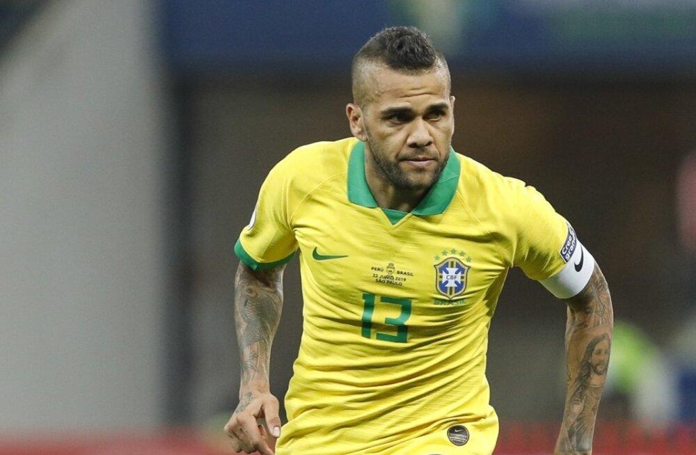 Dani Alves Brasiilia koondise särgis.