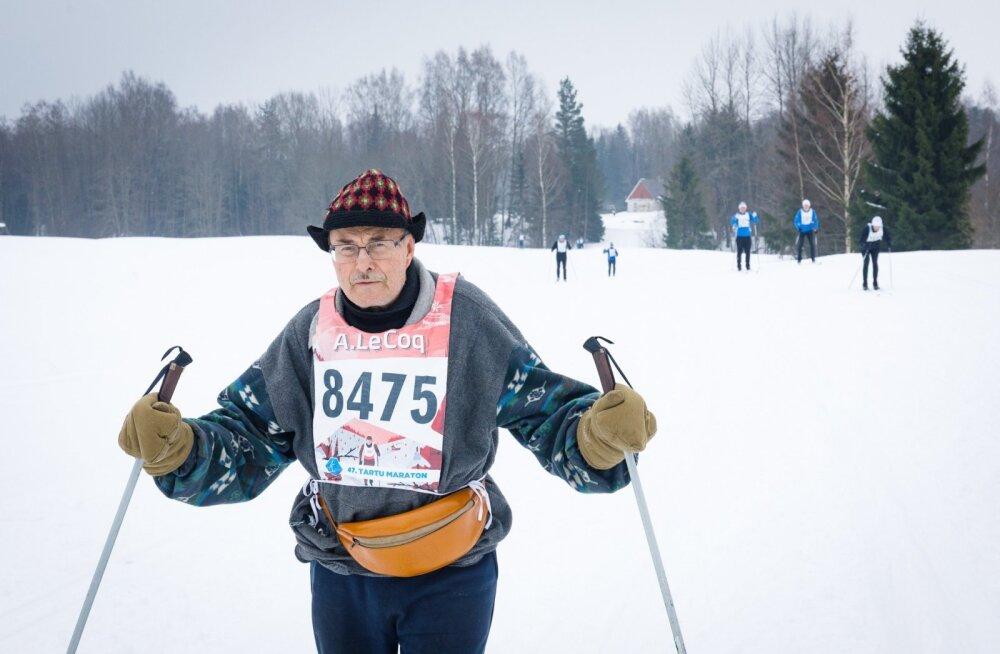 """Elmet Ein: """"Ma ei jaksa enam pikka maratoni sõita, eks neid ole tehtud ka. Ülehomme 24. veebruaril on mul 80. sünnipäev. Täna on raske ilm ka, suusk ei libise aga pea."""""""