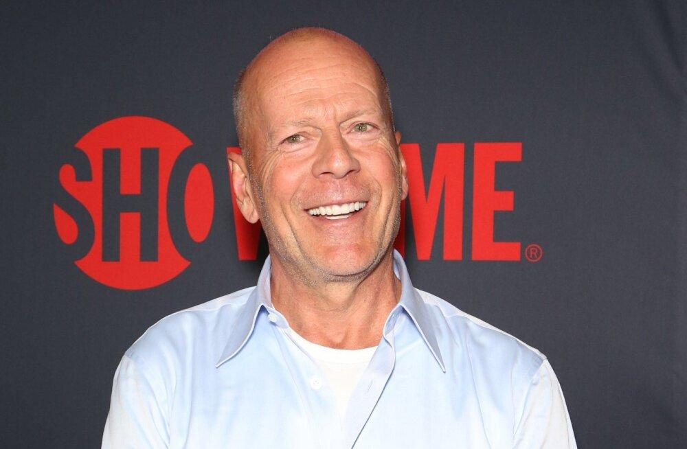 Harukordne kokkutulek: Bruce Willise viis tütart mahtusid ühele fotole