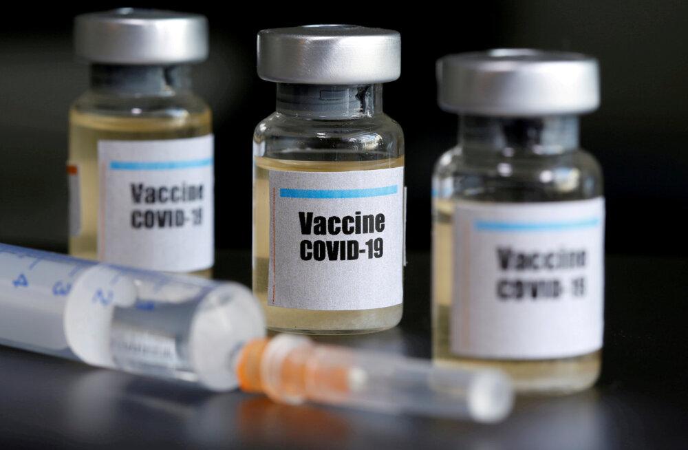 """""""Все живы, здоровы и радуются"""". В России ученые испытали на себе потенциальную вакцину от коронавируса"""