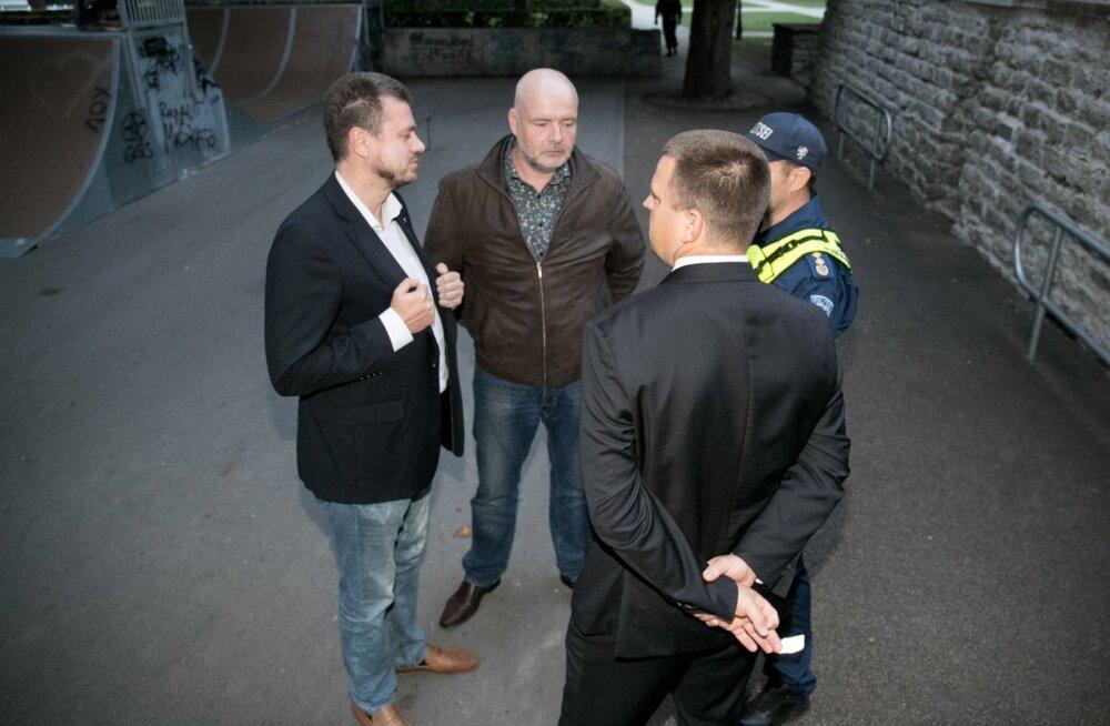Jüri Ratas õigustab seda, et ministrid Kanuti aeda läksid: jäi mu koduteele! Ministrid peavadki sellistel hetkedel kaasa aitama