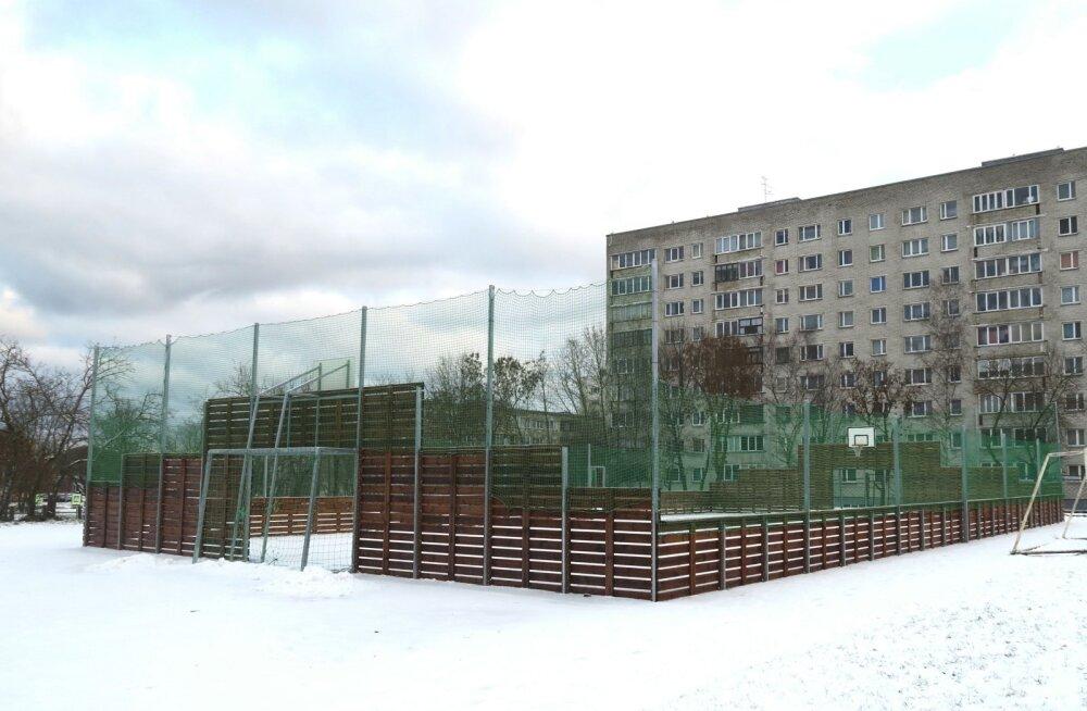 В Нарве открыли новую спортивную площадку