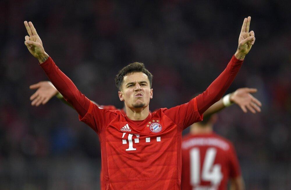 Philippe Coutinho Bayerni särgis väravat tähistamas.