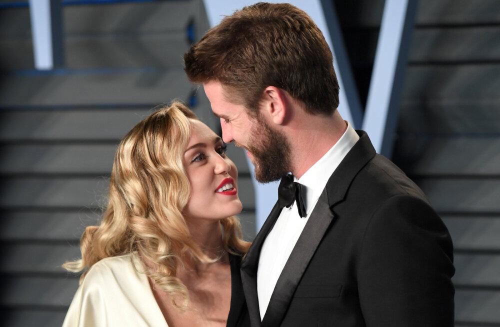 Miley Cyrusi ja Kaitlynn Carteri intiimsed pildid ületasid piiri: Liam Hemsworthi pere oli täiesti endast väljas
