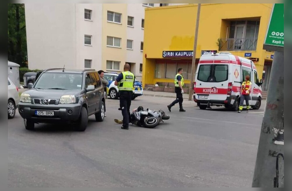 FOTO | Tallinnas sai auto ja rolleri kokkupõrkes viga rollerijuht