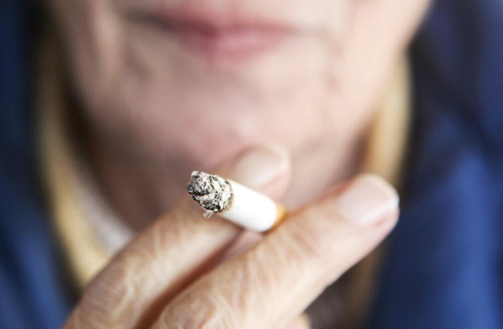 Uskumatu: 73aastasel ahelsuitsetajal avastati kopsuvähk eriti kummalise sümptomi abil