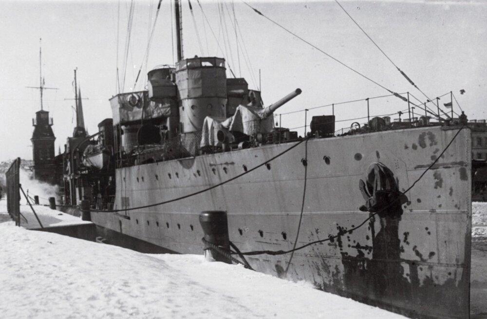 Tallinnas Bekkeri sadamas ehitatud hävitajast Avtroil sai 1919. aasta jaanuaris Eesti laev Lennuk.