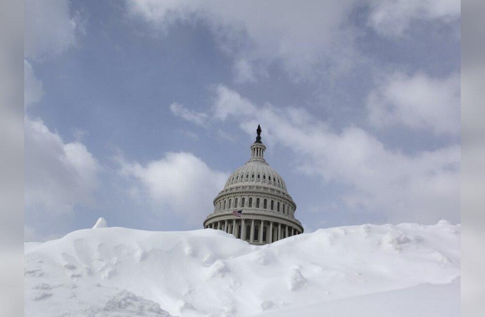 VIDEO: Jube lumetorm - USAs jäeti 10 000 lendu ära