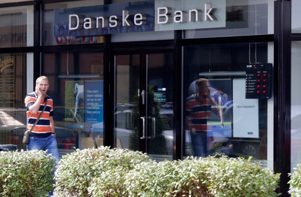 Swedbank võtab Leedus üle umbes 120 000 Danske Banki eraklienti ja Lätis 7000 eraklienti. Leedus vahetab omanikku umbes 525 miljoni eurone ja Lätis 116 miljoni eurone laenuportfell. Fotol Danske Banki kontor Riias