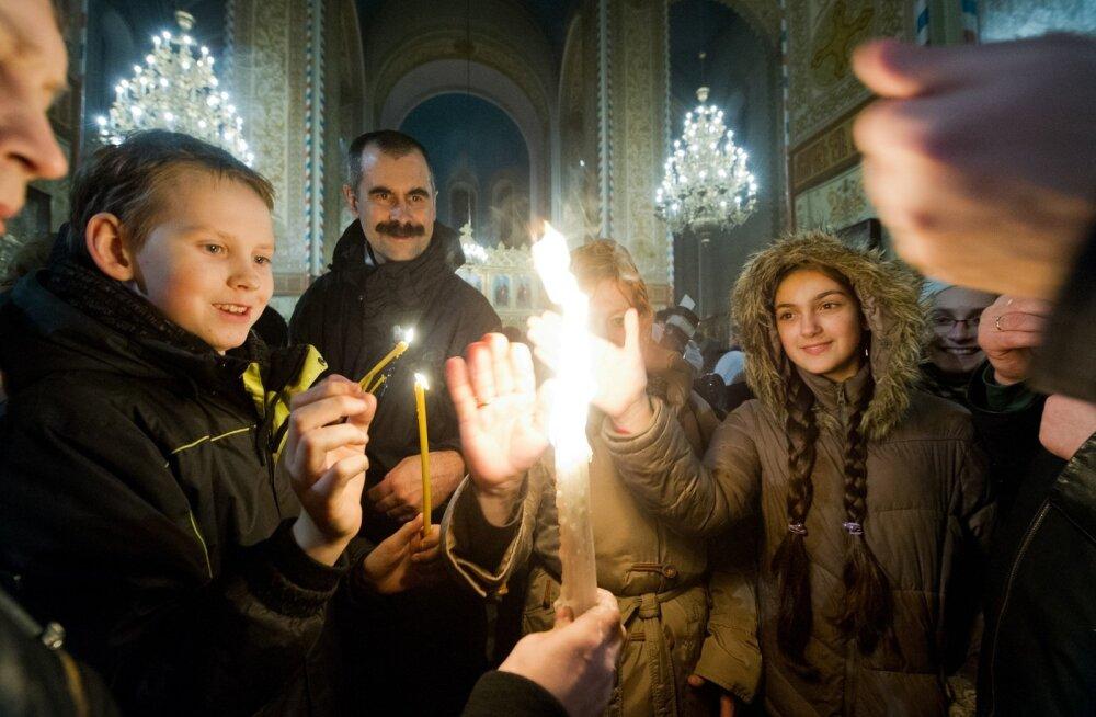 В ночь на воскресенье в Таллинн доставят Благодатный огонь