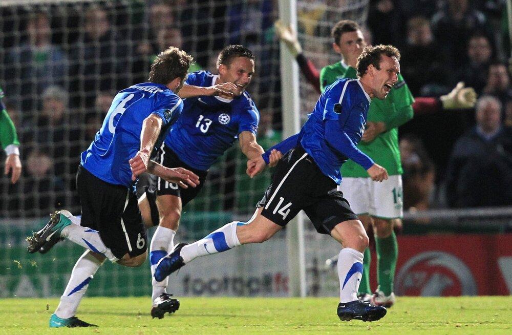 Konstantin Vassiljev (nr 14) tähistamas karjääri ehk kõige tähtsamat väravat. See tabamus tõi Eestile võõrsil 2 : 1 võidu Põhja-Iirimaa üle ja viis eestlased EM-valiksarja play-off'i.